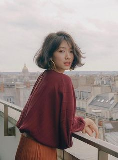 Korean actress Park Shin-hye styled her earthy-toned outfit with Valentino's small V-ring shoulder bag. shin hye Park Shin-hye's Fashion at Paris Fashion Week 190302 Black Actresses, Young Actresses, Female Actresses, Korean Actresses, Korean Actors, Actors & Actresses, Park Shin Hye, Sephora, Actress Amy Adams
