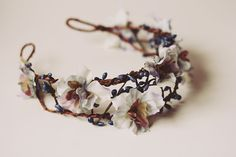 A headband with flowers and branches (branches are a must for the forest look, i already have some with only flowers)