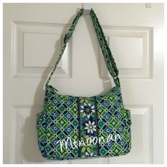 Vera Bradley On the Go Crossbody in Daisy Daisy LIKE NEW 100% Authentic Vera Bradley On the Go Crossbody in Daisy Daisy. Strap adjusts to be worn as a Crossbody or a shoulder bag.  In amazingly excellent, like new condition! No rips, stains, tears or odors. Straps show no wear. Non smoking pet free home.  (This pattern was retired May 2009)  • MSRP $70.00 • Exterior: Side slip pockets and a large  zippered pocket on back • Interior: Three slip pockets plus a sturdy removable base •…