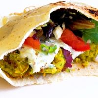 What Jim Eats: Camping Cuisine Part I: Fire-Roasted Falafel with Cucumber Mint Yogurt Dressing Source by ditzybrunette Falafel Pita, Tzatziki Recipes, Tzatziki Sauce, Vegetarian Entrees, Vegan Meals, Wrap Sandwiches, So Little Time, Dinner Recipes, Pasta Recipes