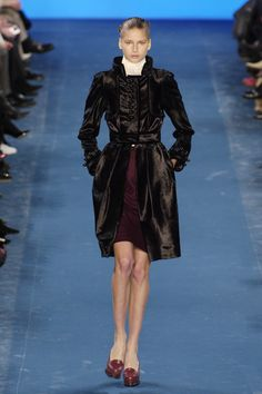 Yves Saint Laurent Fall 2005 Runway Pictures - Livingly