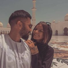 Couples Musulmans, Muslim Couples, Cute Couples Goals, Couple Goals, Muslim Couple Photography, Emotional Photography, Eye Photography, Couple Photoshoot Poses, Couple Posing