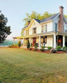 Farmhouse Style Inspiration – Colonial Farmhouse with Southern Flair – Farmhouse Plans Style At Home, Future House, Stommel Haus, Dream House Exterior, House Ideas Exterior, Farm House Exteriors, Home Exterior Design, Home Exteriors, Interior Design