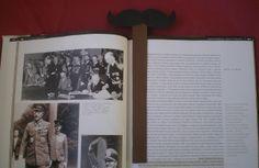 http://cartulina.es/dia-del-papa-regalos-hechos-a-mano/ Marcapáginas bigote de cartulina
