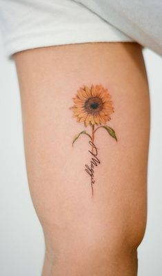 Celebrate the Beauty of Nature with these Inspirational Sunflower Tattoos - cute sunflower tattoo © tattoo artist Hand Tattoos, Mom Tattoos, Little Tattoos, Cute Tattoos, Body Art Tattoos, Small Tattoos, Sleeve Tattoos, Tattoos For Women, Tattoo Mom