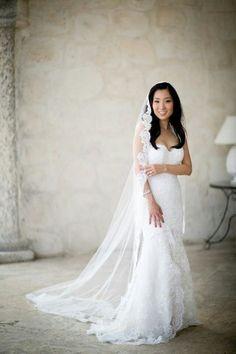 5 Ways And 40 Examples To Wear A Fabulous Mantilla Veil | HappyWedd.com