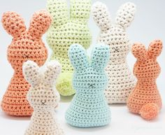 Look at these cute adult and baby sized Easter bunnies. Don\'t you love them? What better than to crochet your own Easter bunny with our free pattern.