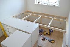 Luft under vingerne: Selvbygget seng - en slags DIY i billeder Ikea Bedroom, Small Room Bedroom, Room Ideas Bedroom, Small Rooms, Home Bedroom, Small Bedroom Storage, Bed Storage, One Room Apartment, Deco Studio