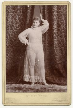 Exotic Dancers, 1890s, ok so I would so fit in back then. Isn't it amazing how our body images have changed?