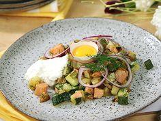 Laxpytt med dill Snabb pytt gjord på kallrökt lax, potatis, zucchini och purjolök. Servereras med pepparrotskräm och äggula.