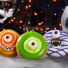 Krispy Kreme just announced three Halloween donuts called the Monster Batch. Halloween Donuts, Halloween Desserts, Halloween Crafts, Rosemary Roasted Chicken, Perfect Roast Chicken, Sugar Sprinkles, Sugar Icing, Pumpkin Carving Templates