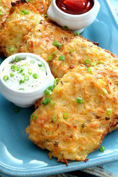 Baked Hash Brown Patties Baked Hashbrown Patties are crispy on the outside with a fluffy center without frying! These are a favorite on-the-go breakfast. Brunch Recipes, Breakfast Recipes, Breakfast Ideas, Breakfast Pizza, Breakfast Buffet, Hash Brown Patties, Potato Patties, Hashbrown Breakfast Casserole, Cooking Recipes