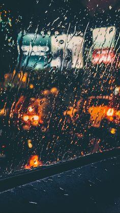 16 Ideas for wallpaper iphone nature rain drops Rainy Wallpaper, Nature Wallpaper, Wallpaper Backgrounds, Iphone Wallpaper, Rain Photography, Creative Photography, City Rain, I Love Rain, Walking In The Rain