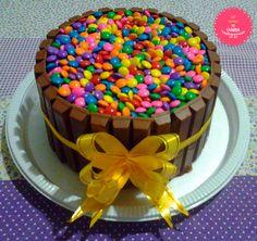 Kit Kat Cake - Cheirinho de Comida  http://ateliecheirinhodecomida.blogspot.com/  Atendemos: Poá | Suzano | Itaquaquecetuba | Mogi das Cruzes | Ferraz de Vasconcelos | São Paulo