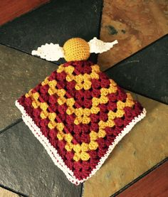 This Golden Snitch Harry Potter lovey is absolutely adorable! The perfect baby gift for any Harry Potter fanatic! Baby Harry Potter, Harry Potter Snitch, Harry Potter Crochet, Harry Potter Nursery, Crochet Lovey, Crochet Baby Toys, Manta Crochet, Crochet Gifts, Baby Blanket Crochet