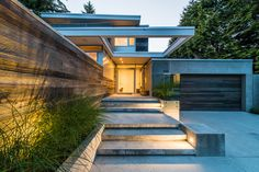This modern home in Vancouver is a stunner, it looks amazing not only outside but also inside. The architecture is pretty modern and minimalist with those Residential Architecture, Interior Architecture, Interior Design, Modern Contemporary Homes, Contemporary Architecture, Long House, House Entrance, Facade House, Vancouver