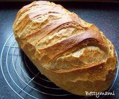 Hozzávalók (kb.970g-os kenyérhez): Kovászos öregtészta: 250g aktív kovász 3dl víz 500g kenyérliszt Előtészta: 200g ková...