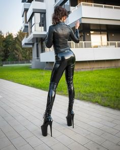 ⚢ 👄 No chat. Sexy Latex, Fire Hair, Latex Pants, Black Leather Pants, Maid Outfit, Shiny Leggings, Leather Fashion, Women's Fashion, Sexy Lingerie