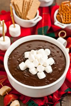 Hot Chocolate Dip ~ An easy four ingredient dessert. perfect for your holiday parties! Dessert Dips, Köstliche Desserts, Delicious Desserts, Dessert Recipes, Yummy Food, Healthy Desserts, Healthy Dips, Dip Recipes, Chocolate Dipped