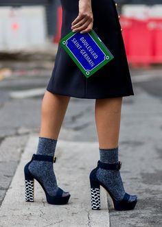 Туфли с носками: новые яркие сочетания
