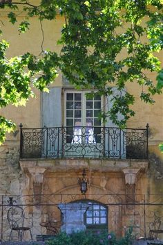 """Chateau le Canorgue in Bonnieux, Provence. Site of film""""A Good Year"""". French Country Cottage, French Countryside, French Country Style, French Farmhouse, Coastal Cottage, Country Life, Country Charm, French Decor, French Country Decorating"""