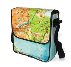 Materialtest: Noch bekannt aus dem Erdkunde-Unterricht – eine Landkarte als Recycling-Tasche. (Nur für Testzwecke, keine kommerzielle Verwendung - leider können wir diese Tasche nicht verkaufen)