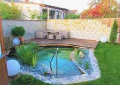 Nano wohlfühlteich mit steinmauer. Small Backyard Pools, Swimming Pools Backyard, Ponds Backyard, Pond Design, Fence Design, Diy Pergola, Piscine Diy, Diy Pond, Pond Landscaping