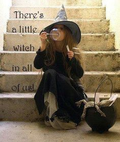 Image uploaded by Jasna Sis. Find images and videos about Halloween, witch and costume on We Heart It - the app to get lost in what you love. Costume Halloween, Homemade Halloween Costumes, Halloween Party, Halloween Clothes, Halloween Kids, Halloween Crafts, Witch Party, Witch Costumes, Halloween 2016