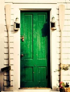 CHIC SPACES | pop of color | emerald door