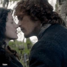 Outlander: Favorite Fraser Kisses (Season 1) 11-20