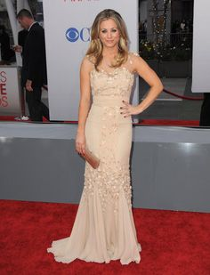 #KaleyCuoco wore an embellished nude gown on the red carpet. #fashion #celebrity