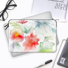 Tropical garden - Funda para Macbook #mackbook #sleeve, #tropical #flowers #watercolour, #spring #tropical #casetify #ipad