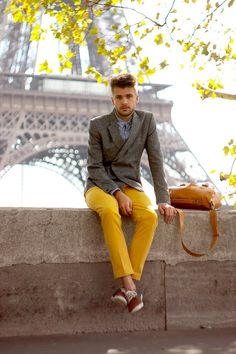 This smart casual pairing of a grey double breasted blazer and yellow chinos is capable of taking on different moods depending on the way you style it. To add an air of stylish nonchalance to your outfit, introduce a pair of brown plimsolls to this Mens Yellow Pants, Yellow Pants Outfit, Fashion Moda, Look Fashion, Mens Fashion, Mode Masculine, Striped Long Sleeve Shirt, Long Sleeve Shirts, Outfit Trends