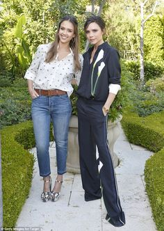 The $600 million pair! Jessica posed for a cute snap with the host of the event...