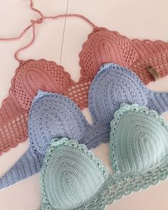 Aprenda Como Fazer o Biquíni de Crochê Mais Fácil do Mundo Motif Bikini Crochet, Bikinis Crochet, Crochet Bra, Crochet Halter Tops, Crochet Crop Top, Crochet Clothes, Crochet Hats, Croptop Crochet, Knitting Patterns
