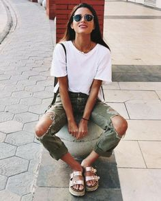 Stunning Street Style Spring And Summer Outfit Ideas (48)