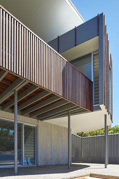 Dawesville House by Archterra Architects (via Lunchbox Architect) Louvre Windows, Hillside House, Villa, Green Architecture, Timber House, Dream House Exterior, Open Plan, Perth, Home Projects