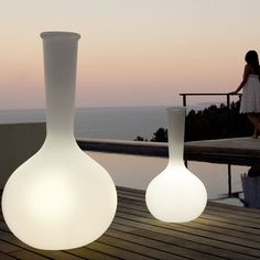 VONDOM is a leader company of avant-garde outdoor furniture, pots, planters, lamps and rugs for modern indoor & outdoor comercial spaces. Led Furniture, Rooftop Terrace, Garden Pots, Garden Ideas, Outdoor Lighting, Flower Pots, Indoor Outdoor, Modern, Exterior