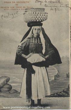 Nazaré : Peixeira - Costume Posters Vintage, Vintage Photos, Folk Costume, Costumes, Iberian Peninsula, Old Dresses, Old Postcards, Portuguese, Europe