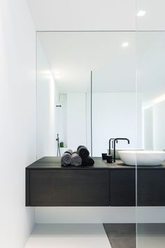 45 Ideas Bathroom Inspiration Modern Drawers For 2019 Minimal Bathroom, White Bathroom, Bathroom Interior, Modern Bathroom, Bad Inspiration, Bathroom Inspiration, Bathroom Ideas, Bathroom Bench, Bathroom Mirrors