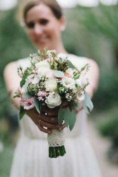 Vintage! Brautstrauß für die Vintage Hochzeit im Sommer. (Blumen: @wildflowerstgt / Foto: http://blog.melanie-metz.de)