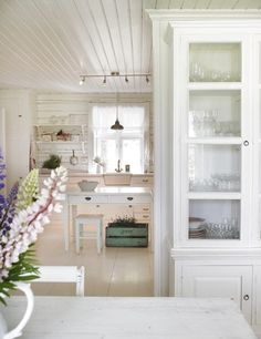 Some days ago I saw on the web the images of one of the most stunning white homes I've seen in this year  Alcuni giorni fa ho trovato nel we...