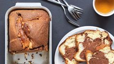 Hmmmm, een simpele traktatie voor bij de koffie: gemarmerde cake met Nutella!