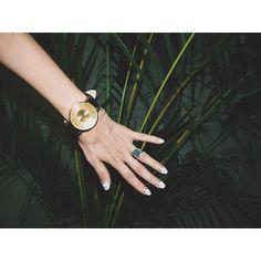 パリから帰って来たら新しい時計が届いていました♡ ずっとボリュームのあるゴールドにブラックレザーの時計を探していたから嬉しい! ボリュームのあるニットやカジュアルなスタイルに合わせたいな。 KLASSE14 のOFFICIAL SITE(http://klasse14.com/ja/shop/9)では 購入の時に紹介の割引コード #mo を入れると 12%OFFで購入できるみたいですよー!! モノトーンのデザインやALL GOLDのデザインの物もあって 他にも素敵な物が沢山あったので気になる方は是非。 #KLASSE14 #GOLDWATCH @klasse14