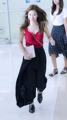 180612 Sana Twice @ Gimpo Airport Nayeon, K Pop, Sana Kpop, Asian Woman, Asian Girl, Sana Cute, Sana Minatozaki, Twice Sana, Dahyun
