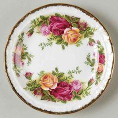 Royal Albert Old Country Roses Coaster Vintage Cups, Vintage Plates, Vintage China, Vintage Decor, Royal Albert, Bone Crafts, Kitchen Dishes, China Porcelain, Porcelain Ceramics