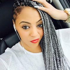 Box braids in braided bun Tied to the front of the head, the braids form a voluminous chignon perfect for an evening look. Box braids in side hair Placed on the shoulder… Continue Reading → Big Box Braids Hairstyles, Shaved Side Hairstyles, Try On Hairstyles, African Hairstyles, Braided Hairstyles, Bangs With Medium Hair, Medium Hair Styles, Natural Hair Styles, Undercut
