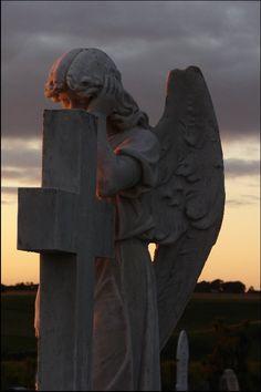 Weeping Angel cemetery statue