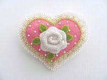única rosa pino coração