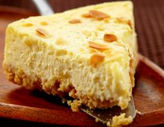 Almond Joyous Cheesecake - Perfect low-calorie dessert or snack. Need to substitute pudding mix and stevia. Use maple syrup and pudding made from real food ingredients Low Calorie Desserts, Köstliche Desserts, Comida India, Gulab Jamun, Isagenix, Desert Recipes, Cheesecake Recipes, Protein Cheesecake, Healthy Desserts